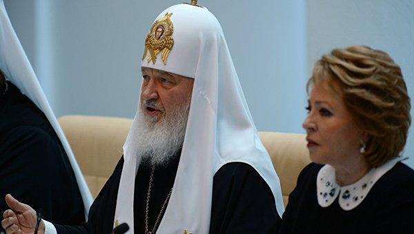 Патриарх Кирилл призвал полностью исключить рекламу алкоголя в СМИ